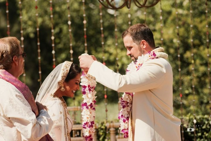 Indian-wedding-Taylor-Avni-Paul-Gero-Photography-South-Asian-wedding-varmala-jaimala-Hindu-wedding-ceremony