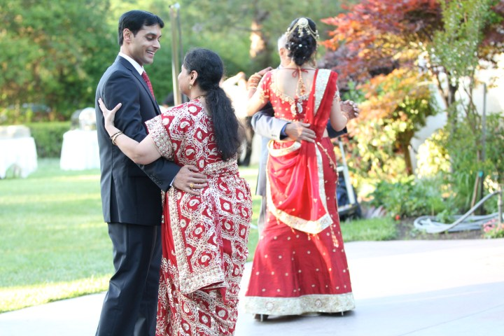 Smita-Aravind-Indian-wedding-mandap-Hindu-outdoor-wedding-ceremony-bride-walking-down-aisle-lehenga-dupatta-mehndi-tikka-nosering-nath-Tamil-Oriya-mother-son-dance