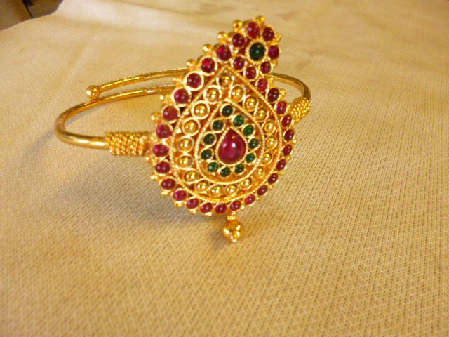 Colorful paisley armband with red, greem and gold jewels