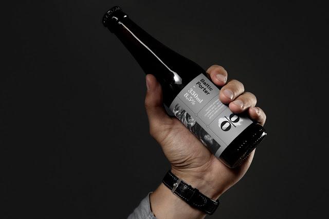 04.LL_OO_Baltic_Porter_Bottle_in_Hand_Crop9