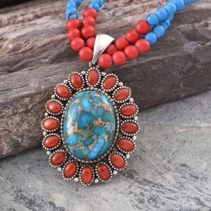 Pendant beaded necklaces