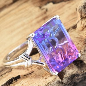 Purple cocktail ring in sterling silver.