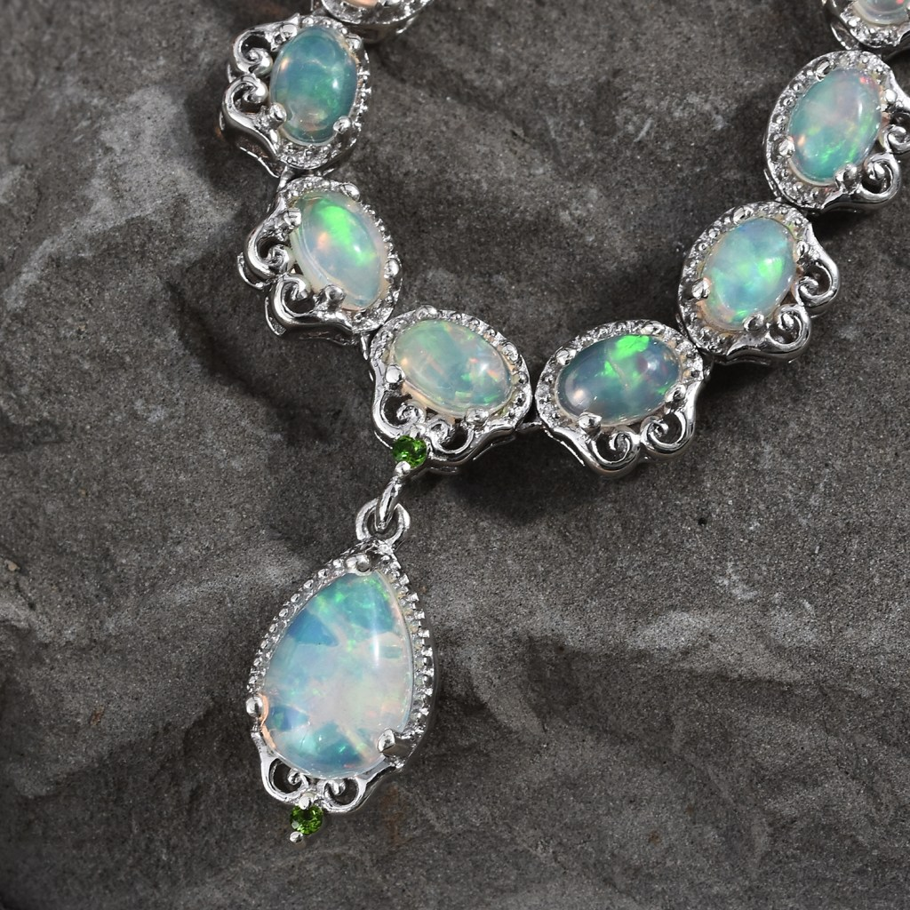 Hydrophane Welo opal pendant necklace.