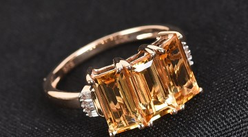 Golden three stone ring.
