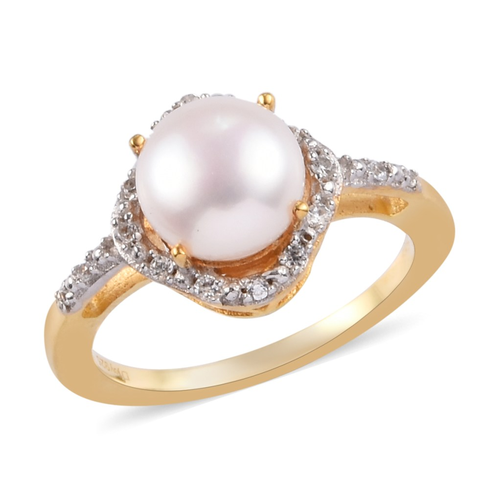 Cultured freshwater pearl ring.