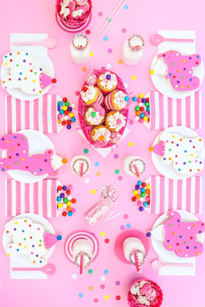 Circus Animal Cookie party table - 6 place setting