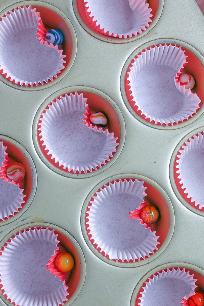 By inserting a marble into the pan we make cupcake heart shapes with the cupcakes liners
