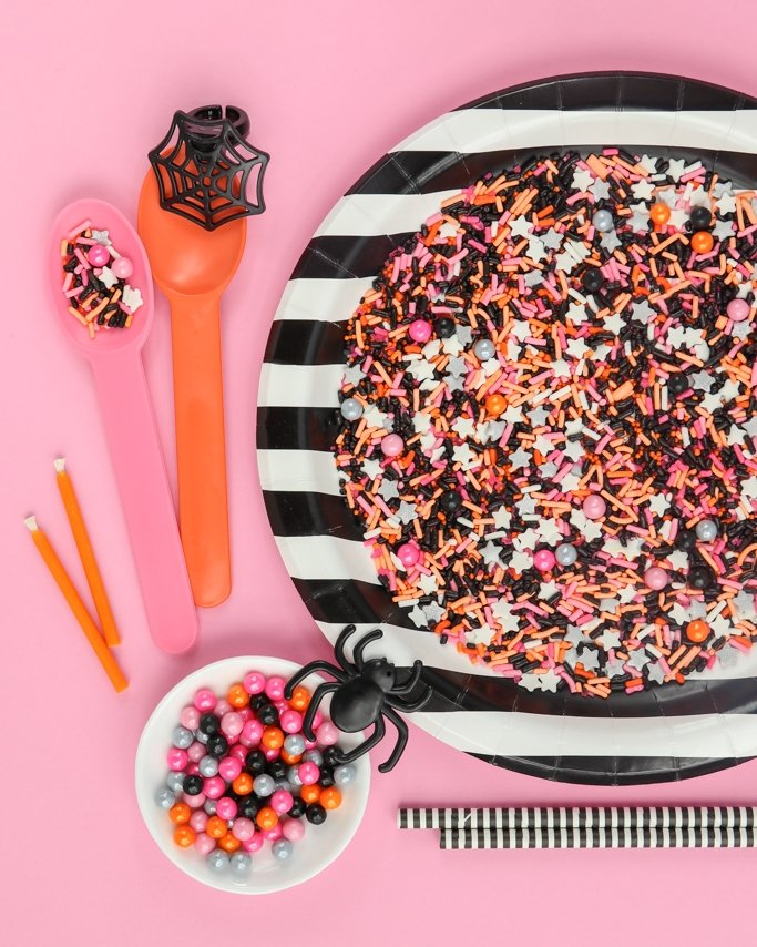 Hocus Pocus Halloween Sprinkle Mix - Who says Halloween parties have to be just black and orange? Add some pink to make it a glamoween party!
