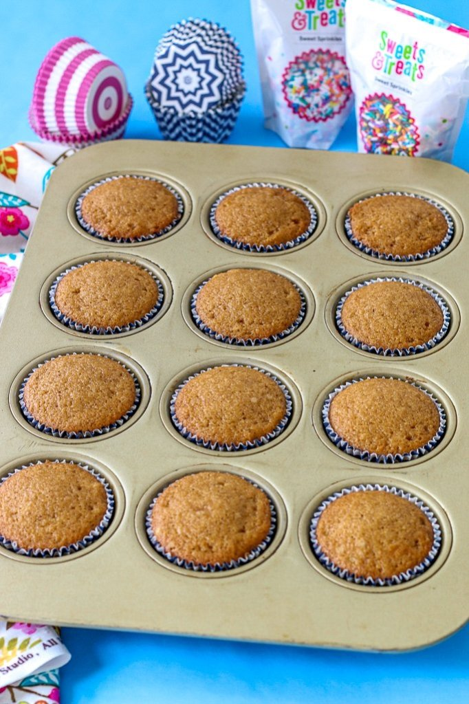 The finished cupcakes show that filling cupcake liners properly pays off, these cupcakes are nice and uniform and perfectly domed.