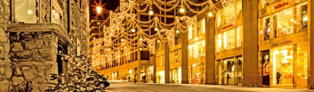 ENGADIN St. Moritz: Beleuchtete Einkaufsstrasse in St. Moritz, bearbeitetes Bild