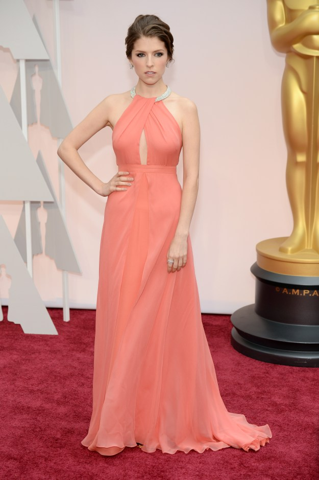 anna-kendrick-oscars-red-carpet-2015