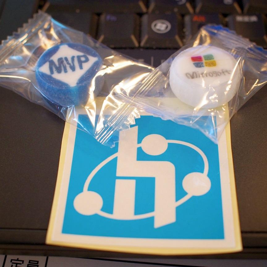 Hokuriku.NET のロゴ ステッカーと Microsoft MVP 飴、Microsoft 飴