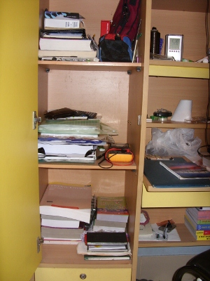 Me_n_my_book_shelf_1