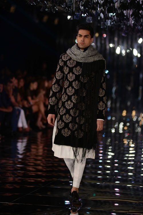 top-7-trends-from-manish-malhotra-s-show-you-should-be-wearing-before-bollywood-does-500-3-1501510428-min