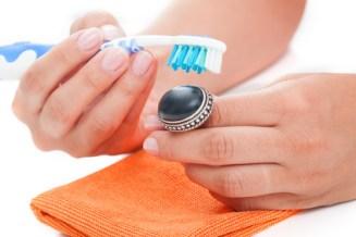 Astuce de grande mère pour nettoyer bijou argent