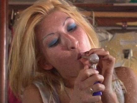 Meth fumata con pipetta di vetro, da addictions.com