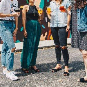 Blog Sitta Karina - Pentingnya Mencari Teman Baru dan Cara Memulainya