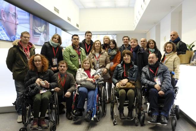 Grupo en la oficina de turismo