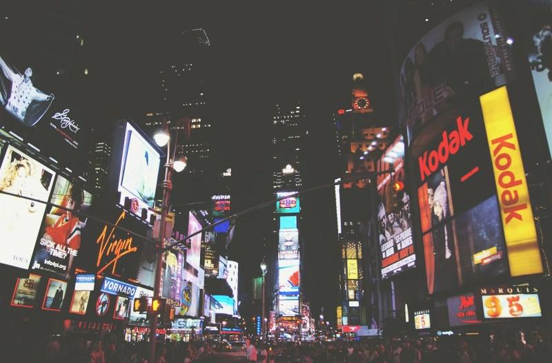 https://pixabay.com/en/times-square-new-york-broadway-336508/