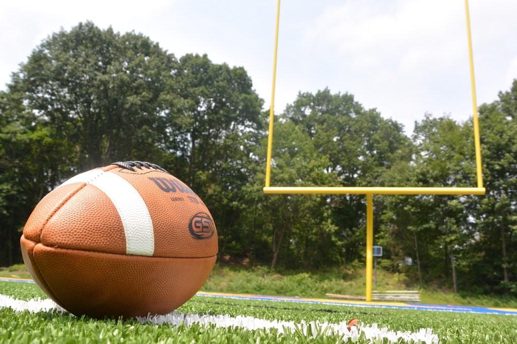 https://pixabay.com/en/football-field-goal-touchdown-1053511/
