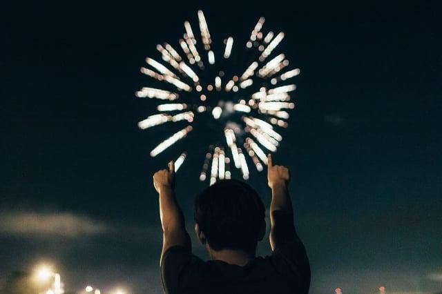 https://pixabay.com/en/boom-fireworks-american-839833/