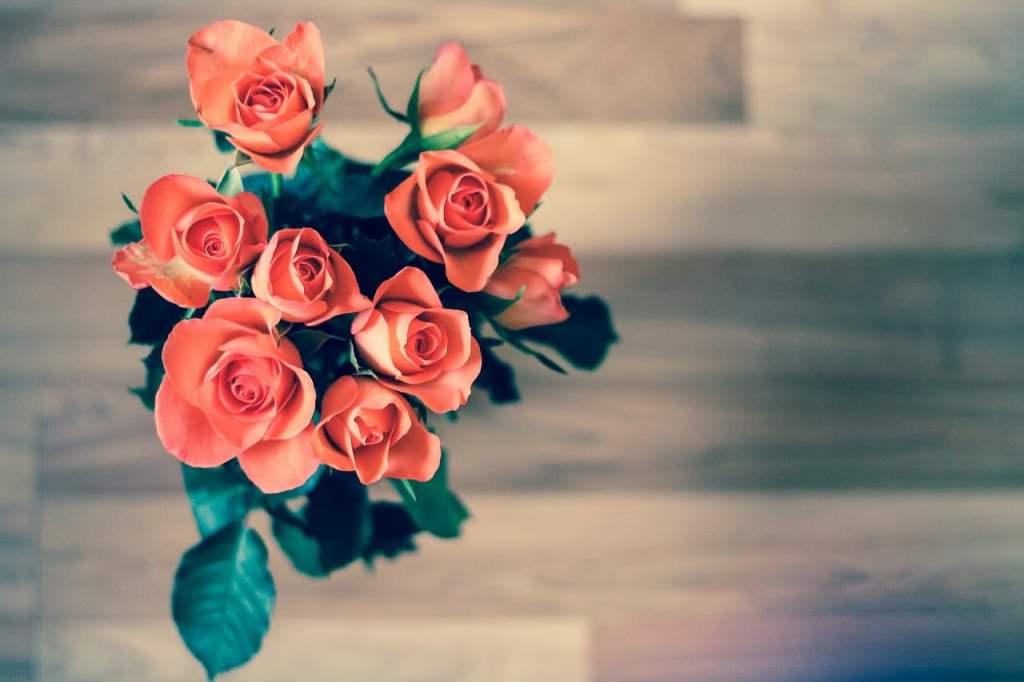https://pixabay.com/en/roses-flowers-bouquet-love-nature-690085/