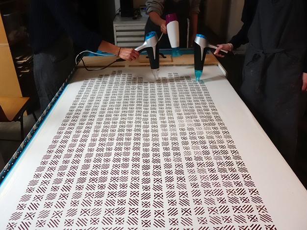 Musterdruckkurs Siebdruckkurs in Berlin - lern drucken mit uns! mehr Infos unter www.nadjagirod.com
