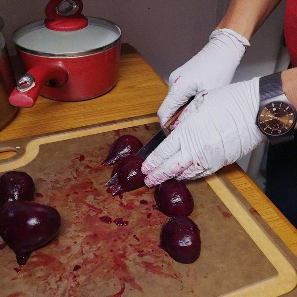 Slicing peeled beets