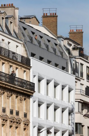 The Shift building in Paris, France, featuring a facade made of Corian® Exteriors panels based on Corian® Solid Surface in Glacier White colour; photo Luc Boegly courtesy of Axel Schoenert Architectes, all rights reserved.