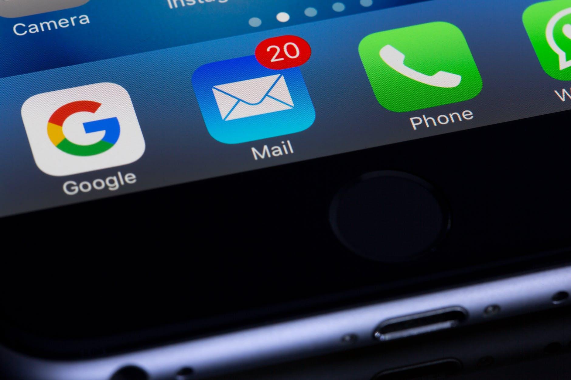 Ridenomina automaticamente tutte le mail sul desktop.