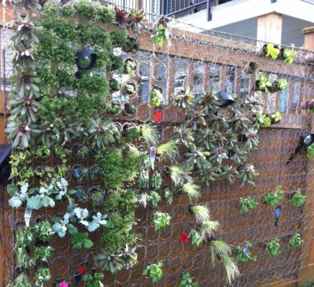 reciclar resortes de colchones jardín vertical