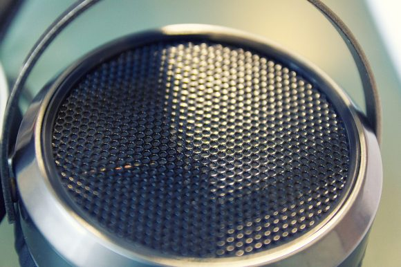 La grille de protection ne doit pas être recouverte sous peine de modifier radicalement la balance sonore du HE-500.