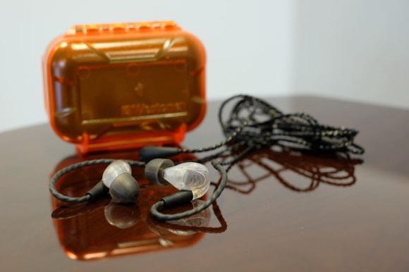 Les écouteurs Westone UM Pro 20 sont livrés avec une boîte de transport