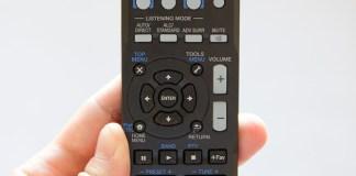 La télécommande de l'amplificateur home cinéma Pioneer VSX-S510