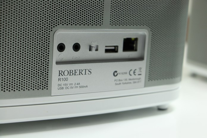 The connectors as well as the stereo selector are located on the back panel of the Roberts R1 and R100 speakers.