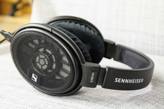 Le casque hi-fi Sennheiser HD660S est doté de transducteurs optimisés pour fonctionner avec un très faible niveau de distorsion harmonique.