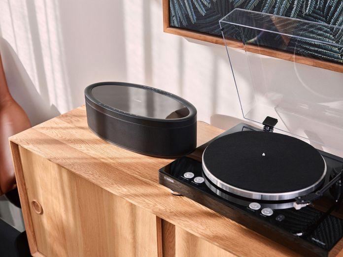 La platine vinyle Yamaha MusicCast Vinyl 500 embarque un pré-ampli phono, un lecteur réseau audio, et un récepteur Bluetooth..