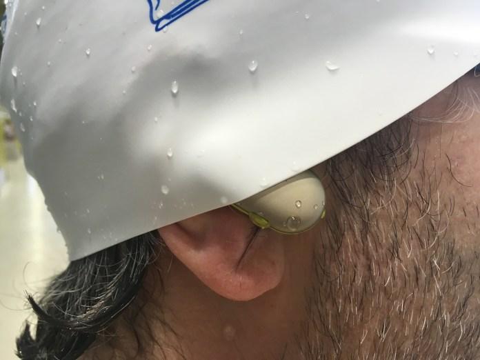 Embouts WF-SP900 non étanches avec le bonnet de bain par-dessus