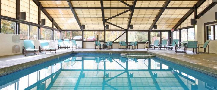 ES-Suites-pool-Burlington