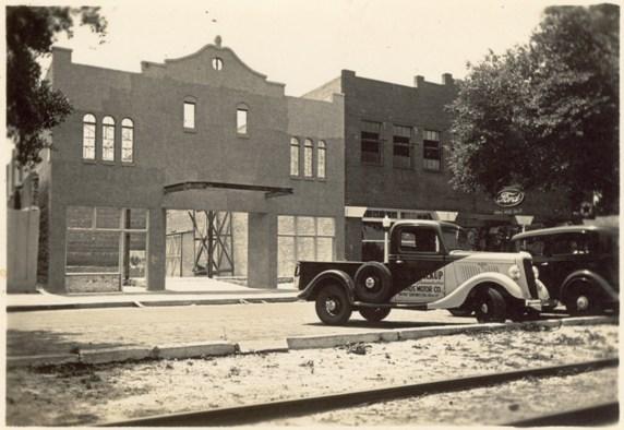 Garden-Theatre-under-construction-1935-with-car