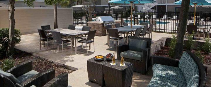 JAX-ES-Outdoor-Patio