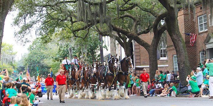 The-St-Patricks-Day-Parade-in-Savannah-700x350