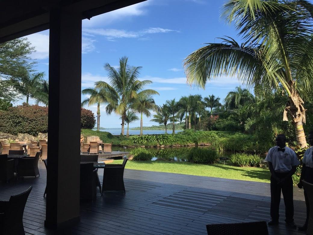 初日宿泊したムニョニョリゾートホテル、「これがアフリカ?」と思うくらいリゾート感満載で少し拍子抜け。オーナーはウガンダで最もリッチ、アフリカでも3番目の資産を誇る事業家で、敷地内には国際会議場なども併設されており政治家や財界人は必ずこのホテルに宿泊するとか