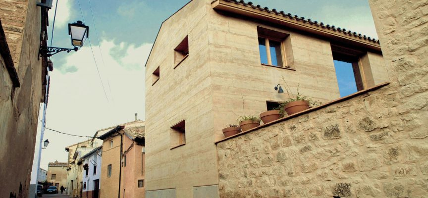 Maison contemporaine en terre crue, en Espagne. Primée au premier Terra Award.