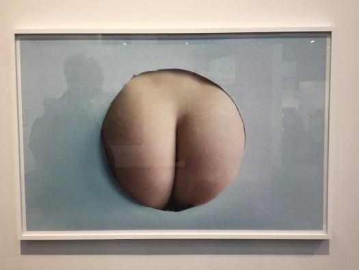 Eine der meist fotografierten Arbeiten der Messe: Tobias Hantmann mit 'Fesses'. Modell für die Serie, die Bezug auf eine Velourarbeit ähnlichen Motivs des Künstlers nimmt 20 Damen im besten Alter.