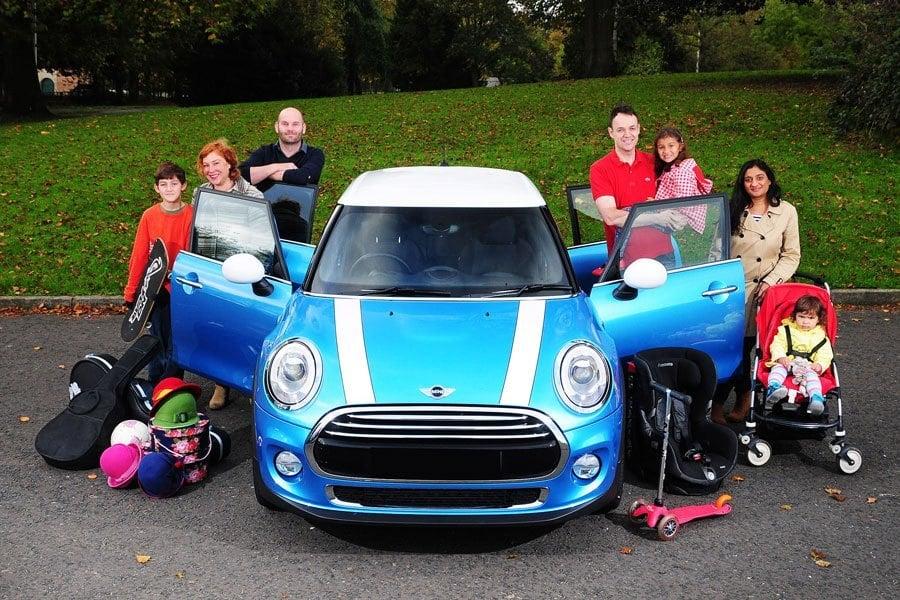 Rodzina z samochodem
