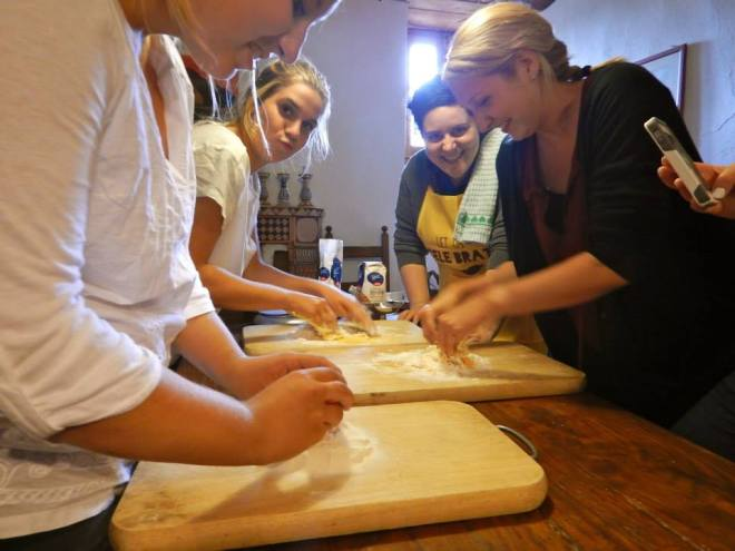 Marta teaches students how to make pasta during Giogalto field trip