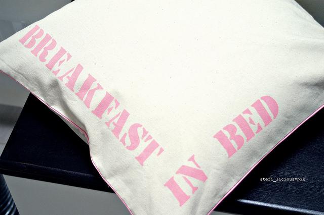 blog_breakfast_in_bed_v