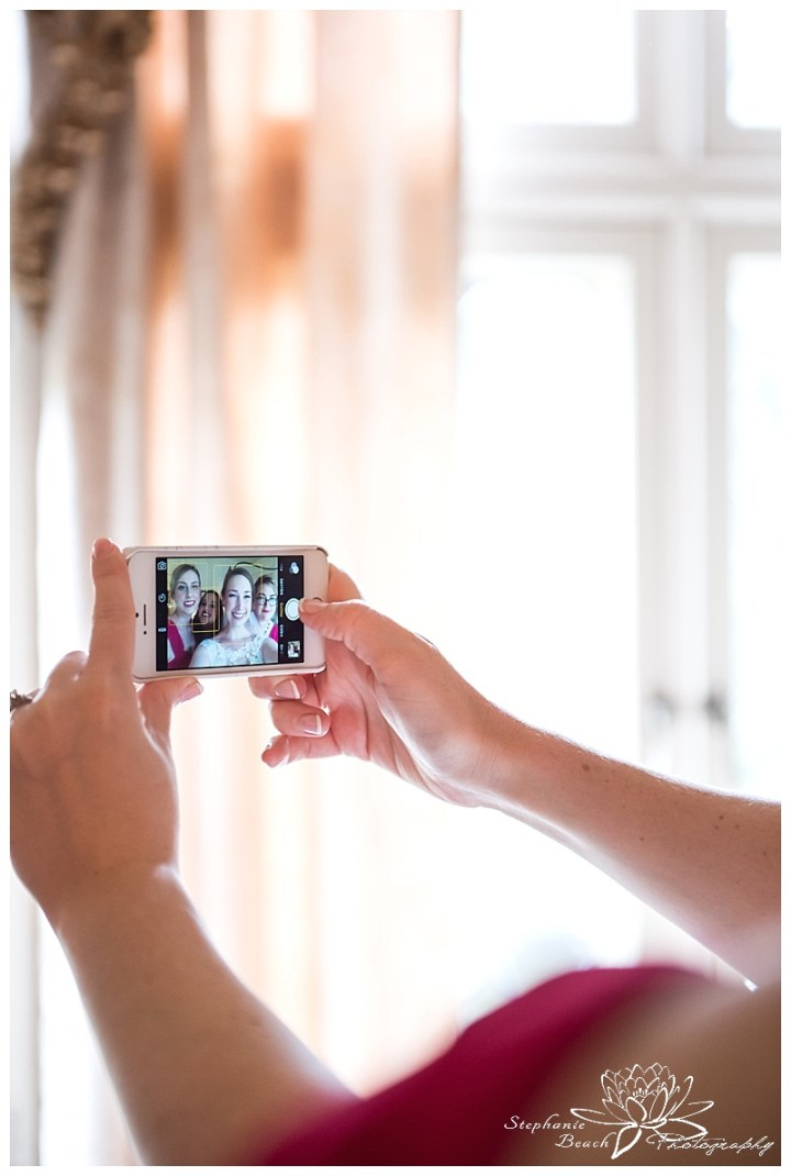 Perth-Manor-Wedding-Stephanie-beach-Photography-Bridal-Preparation-Bride-Bridesmaids-Selfie