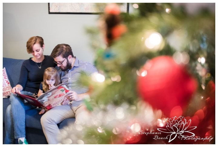 Lifestyle-Christmas-Family-Session-Stephanie-Beach-Photography-Ottawa-story-book-tree